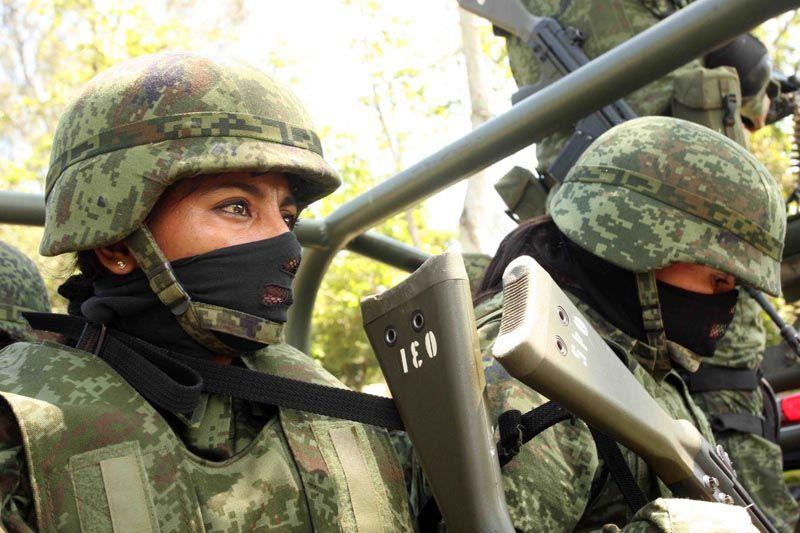 Chicas en el ejército, de todas partes del mundo! (71