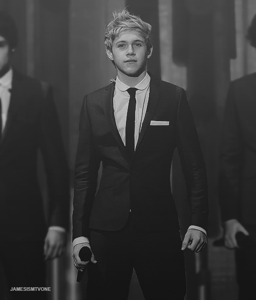 gahhhh Niall in a suit!
