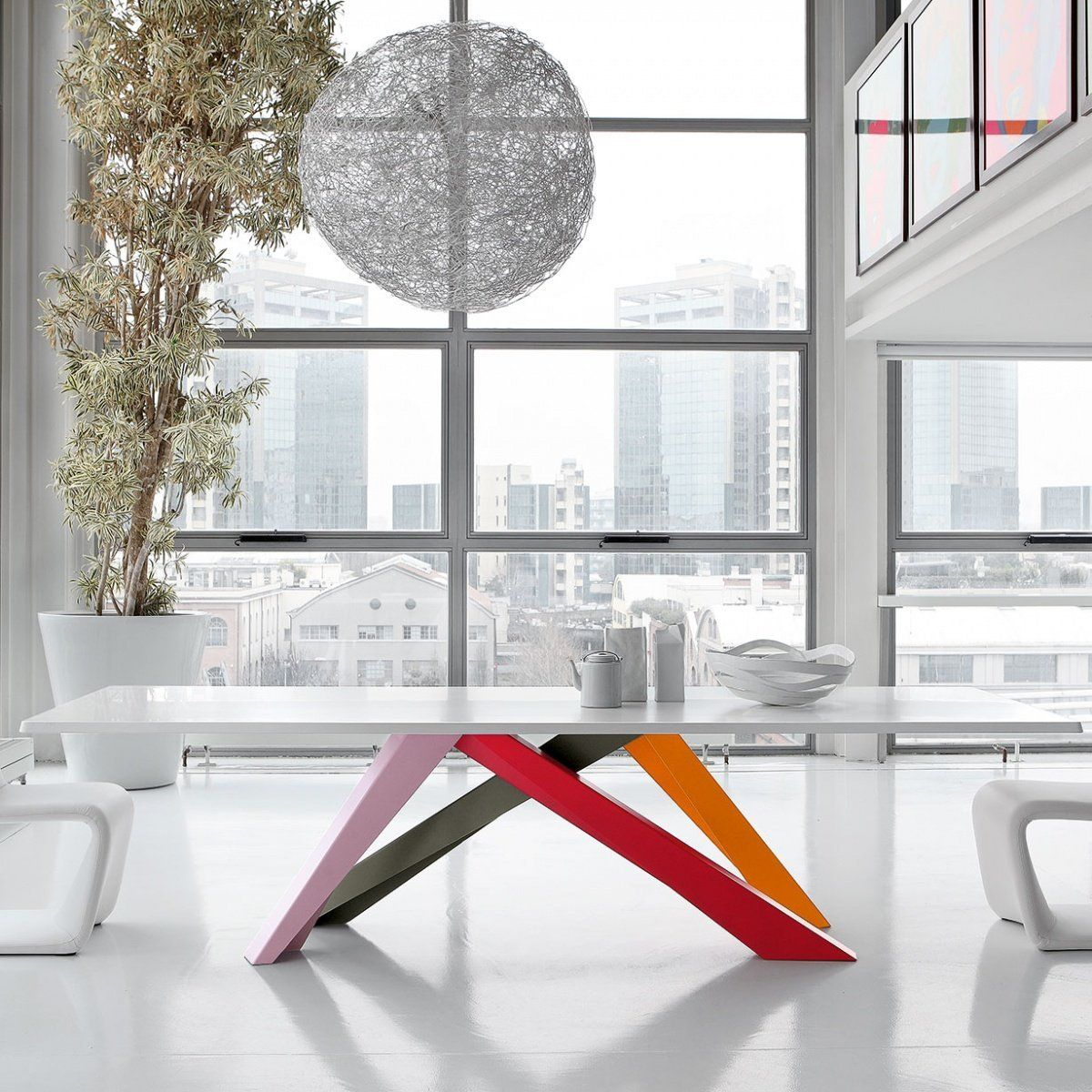This table plays with balances, in an optical path leading from ...