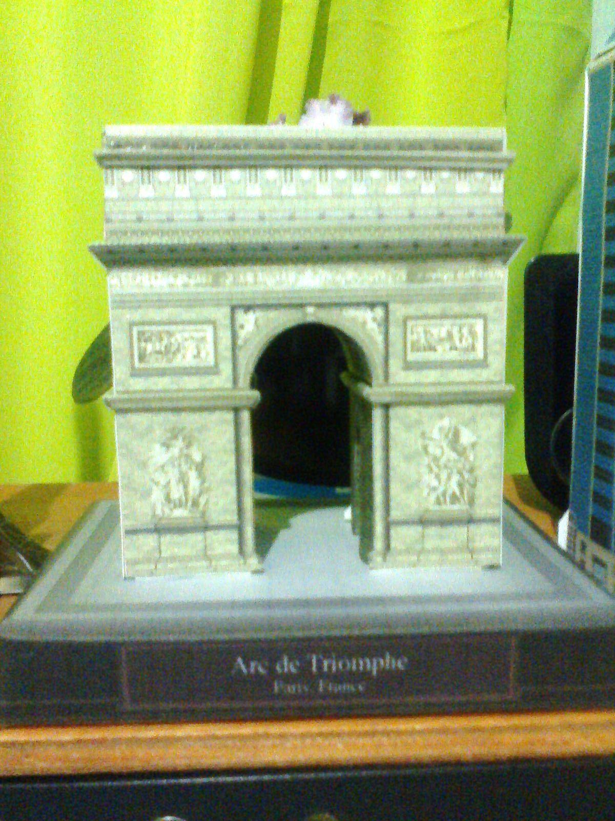 Arco do Triunfo em papel