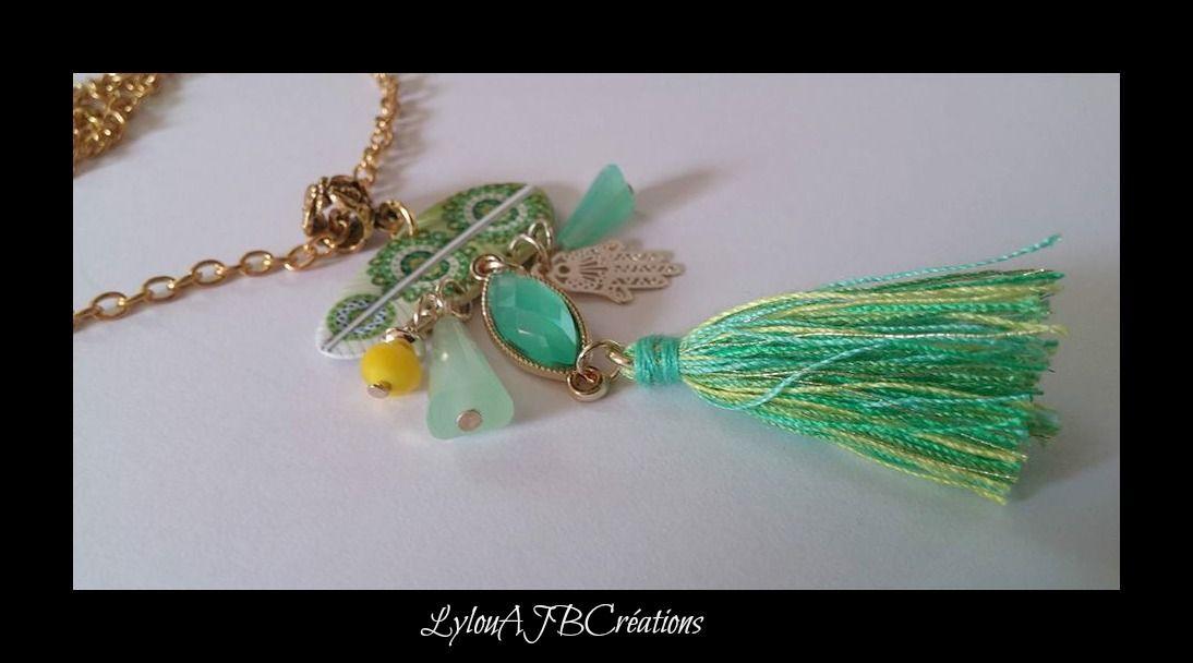 """Sur chaine métal doré """" Joli Pendentif pompons dans les tons vert perles de vert et breloques : Pendentif par lylou-ajb-creations"""