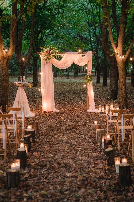 Vieux Rose et Bourgogne mariage Arch panneaux de mousseline de soie, auvent drapé, houppa rideaux