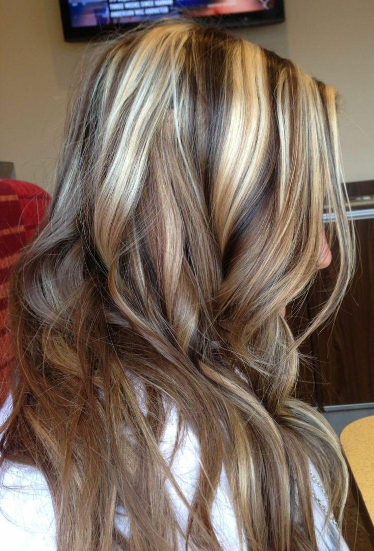 Blonde Haare mit dunklen Strähnen - die schönsten Nuancen