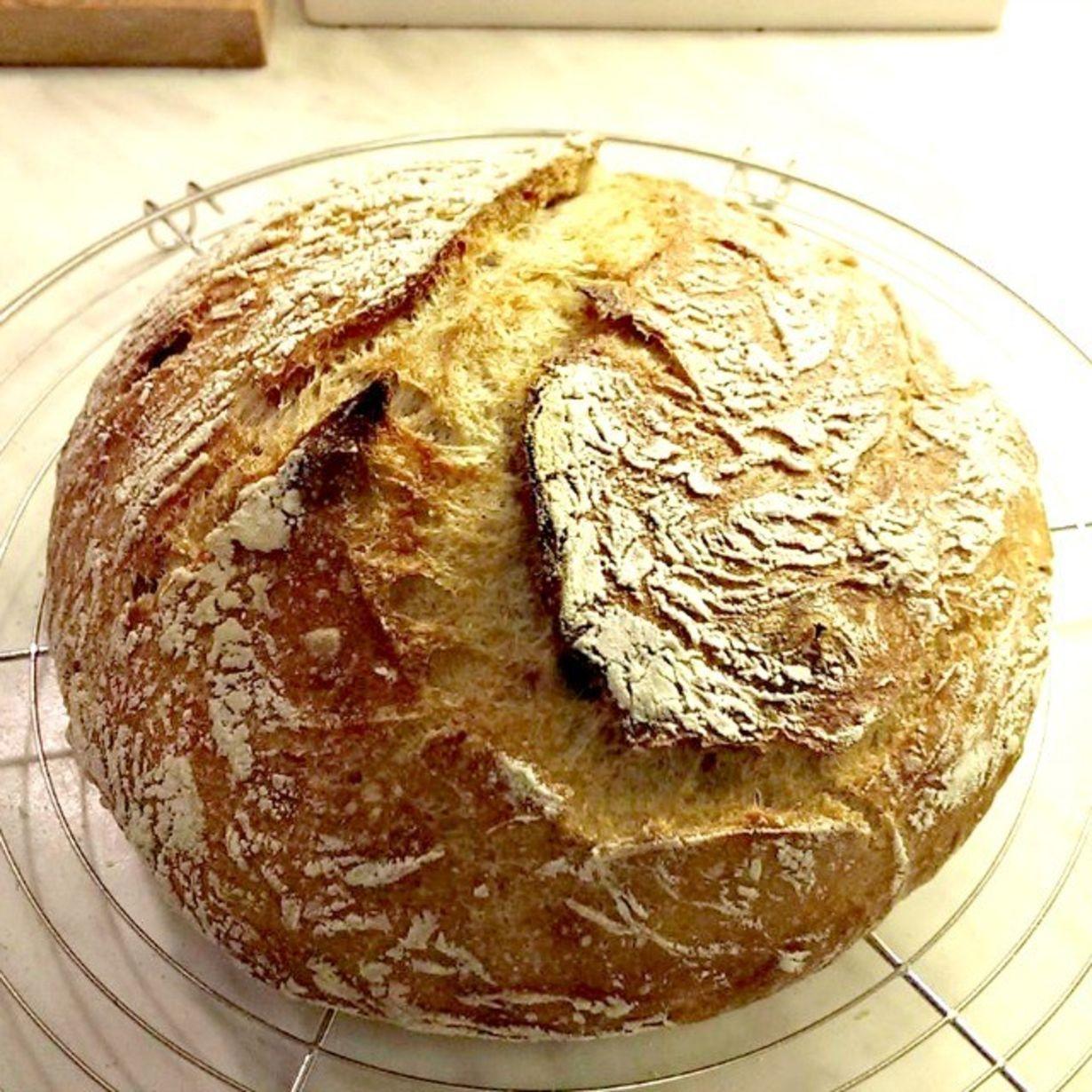 Pataleipä (No-knead bread) on maailman helpoimmin leivottava leipä. Aikaa se toki vaatii noustakseen, mutta ei lainkaan vaivaamista! Ja maku - se...