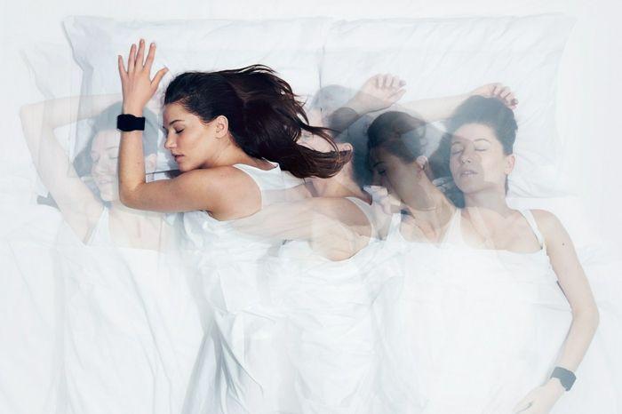 Traumdeutung schlafende frau bewegung