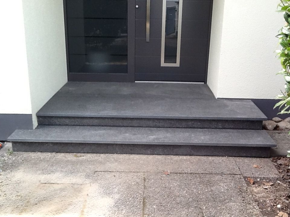 eingangspodest aus basalt haus front door steps house