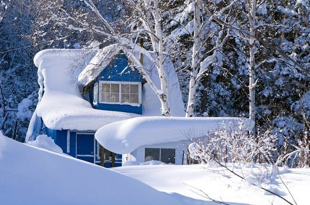 Should I Remove Snow From My Roof Grand County Colorado Winter House Historic Homes Home Insurance