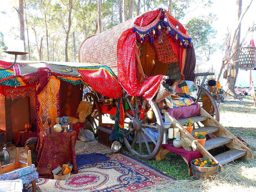 medieval gypsy caravan Oh my drool!