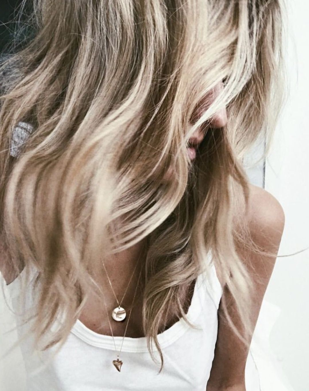 Sensational Cute Messy Loose Waves Hairstyle Hair Inspiration Everyday Natural Hairstyles Runnerswayorg