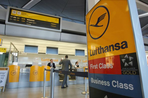 Luftansa Check In Airlines Branding Airport Check In Airport