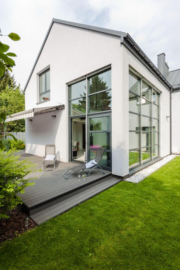 graues haus wei e fenster google suche architektur. Black Bedroom Furniture Sets. Home Design Ideas