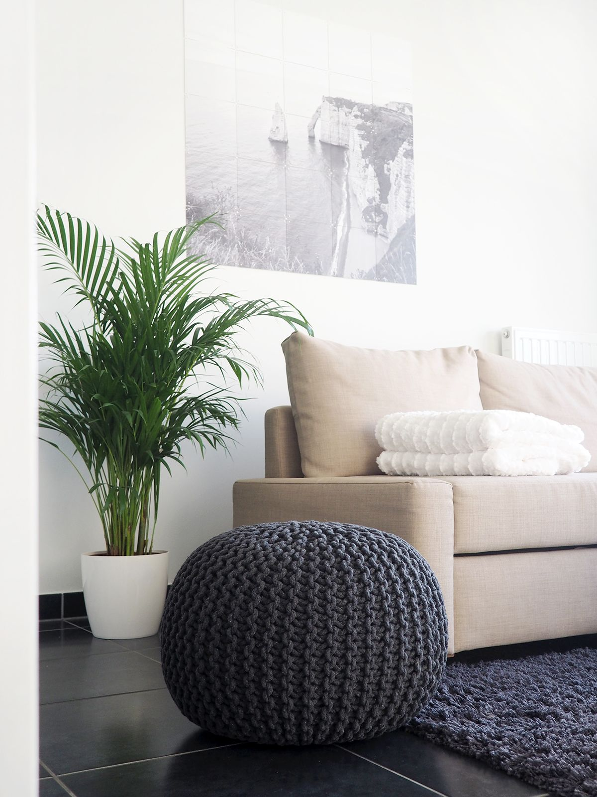 Minimal & cosy living room details. | www.yourddofme.be