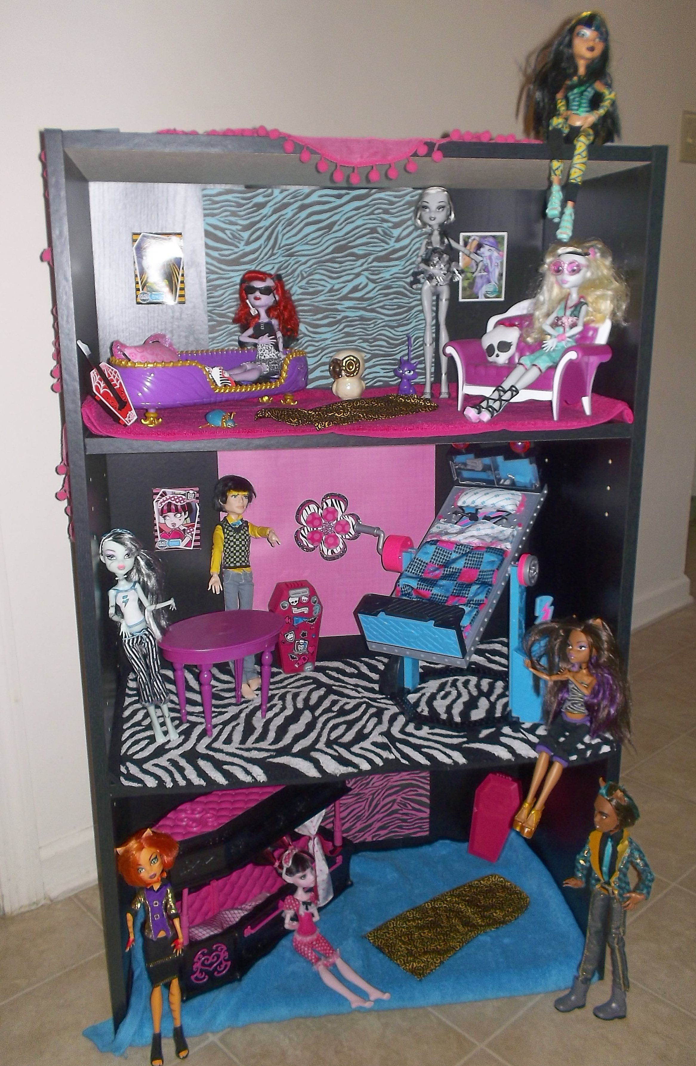 We Don T Do Monster High But This Is A Good Idea For A Doll House