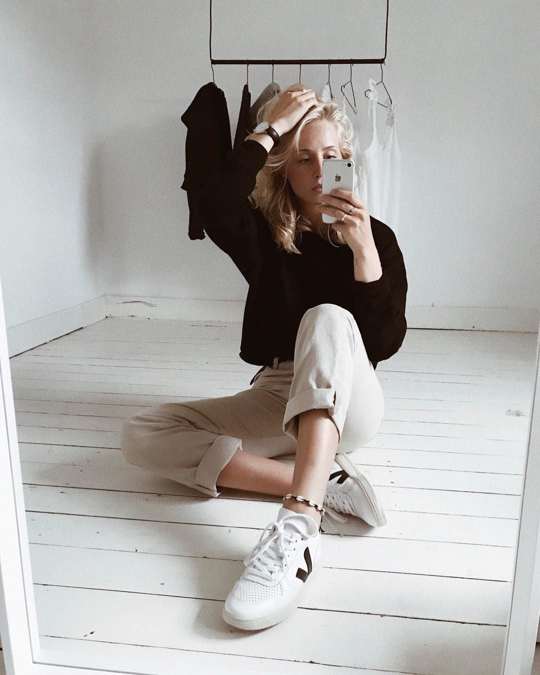 buy sale affordable price on feet at V-10 extra white black | Veja sneakers, Black, Sneakers