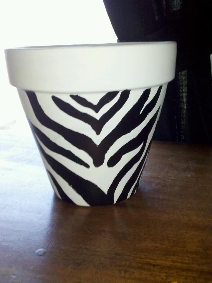 Zebra Striped Flower Pot Walmart Has The Ones That Look Like Coffee Mugs For 20 I Made This One For 6 With A Terra Terracotta Pots Flower Pots Terracotta