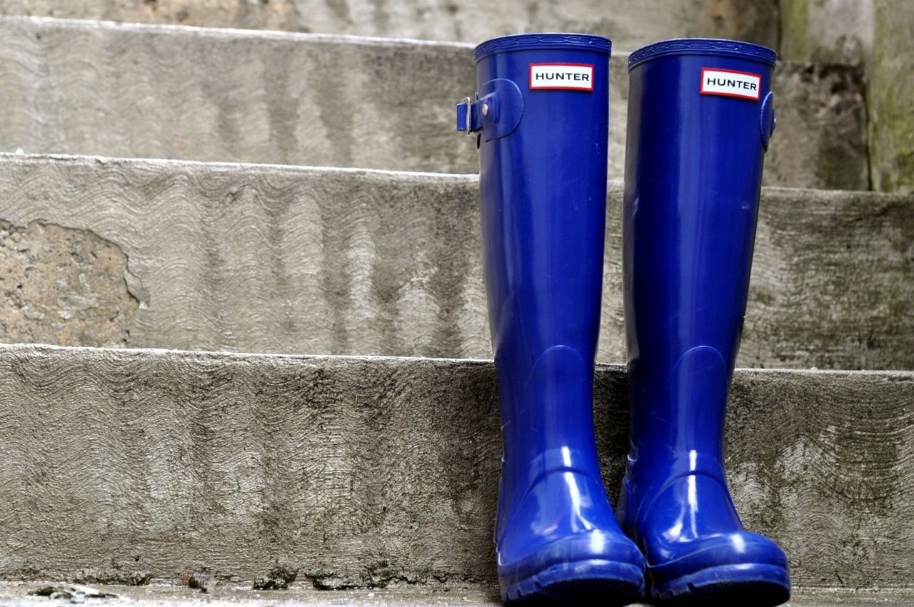 Yes! Dark blue hunter rain boots! My fave! Want them in ...