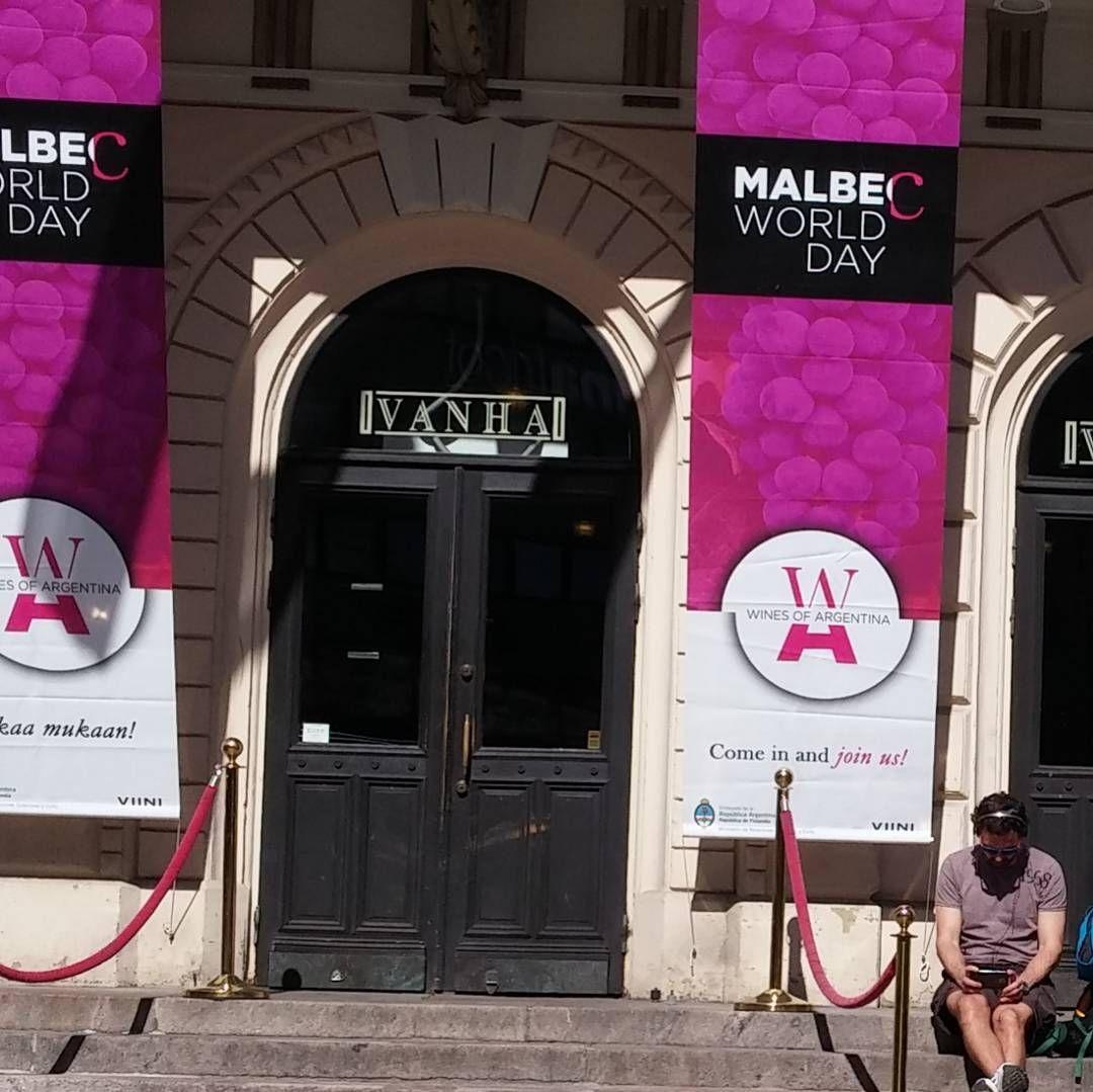 Kansainvälinen Malbec Day Vanhalla. #malvec#malbecday #viini#wines#winelover#winegeek#instawine#winetime#wein#vin#winepic#wine#wineporn herkkusuu #lasissa #argentina @vanhaylioppilastalo #Herkkusuunlautasella