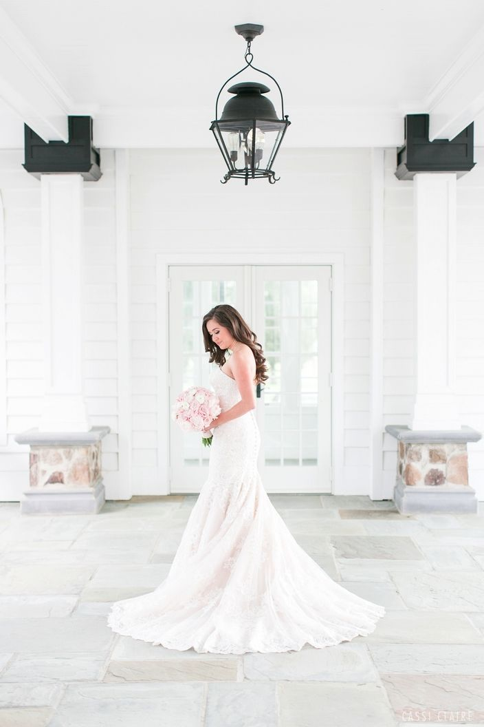 The Ryland Inn is officially now in my Top 5 Favorite Venues of All Time list!! The dreamy all-white areas full of light, floor to ceiling windows, and romantic terrainmade my soul swoon! Photo by Cassi Claire #therylandinn