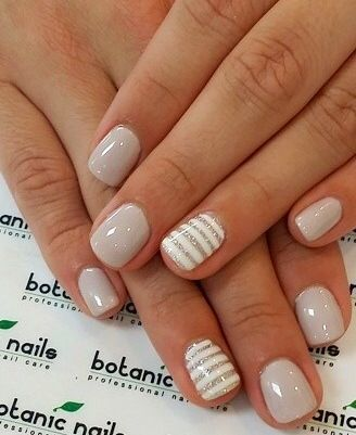 Short nude manicure uroczy delikatny styl dla kadej z was short nude manicure with striped accent nail prinsesfo Images