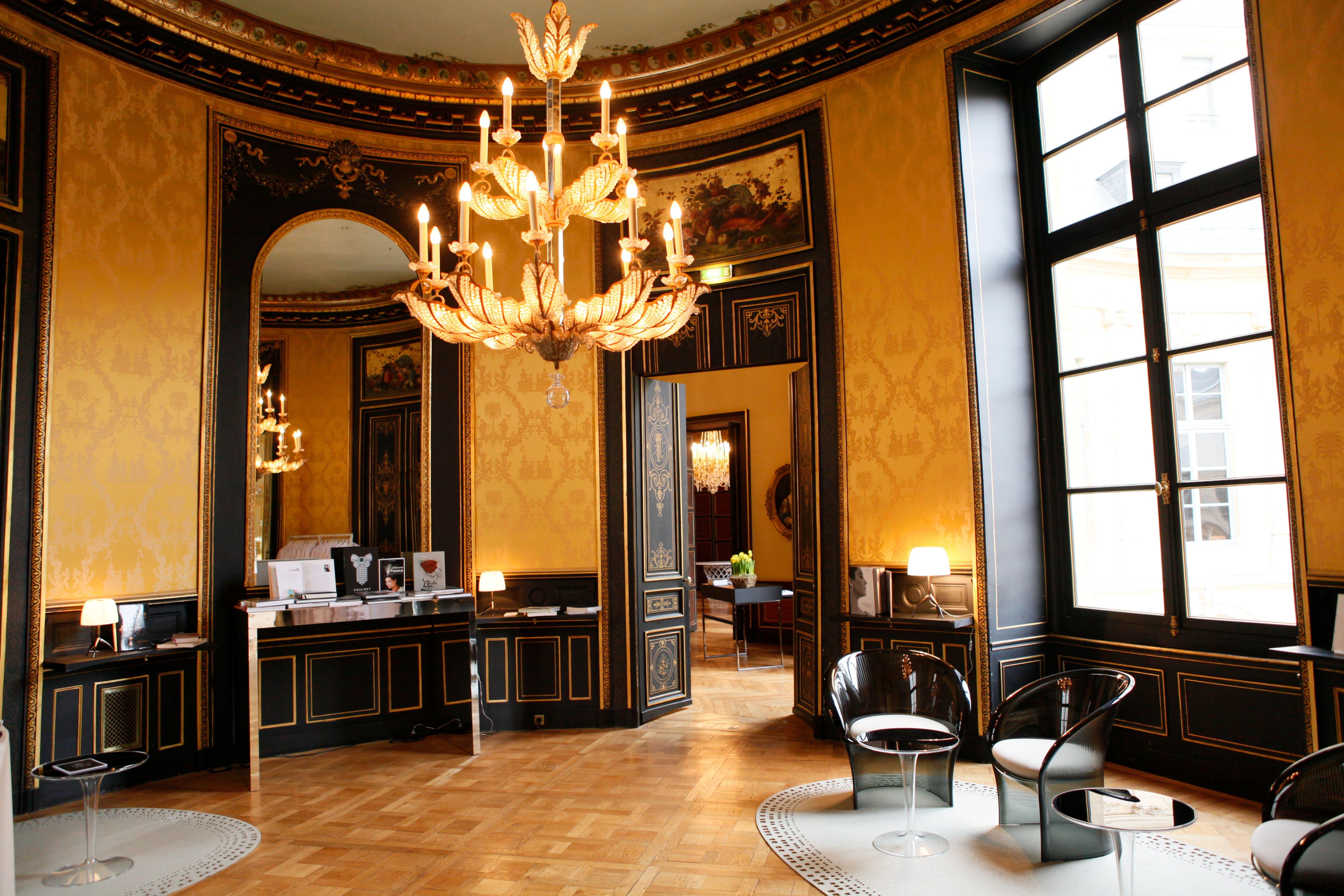 Reading room of L'ÉCOLE Van Cleef & Arpels   Van cleef arpels. Van cleef. House design