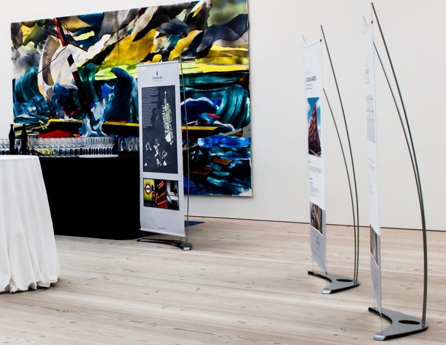 Pull Up Banner Displays For Gallery Exhibition Spaces How To Beauteous Artistic Displays Banner Stands
