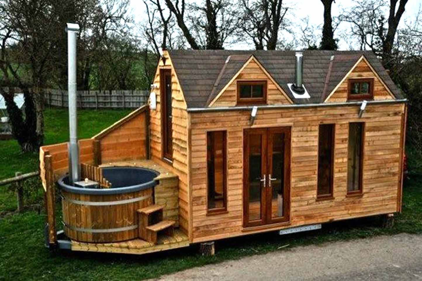 lloyd s blog tiny cabin on trailer with outdoor hot tub. Black Bedroom Furniture Sets. Home Design Ideas