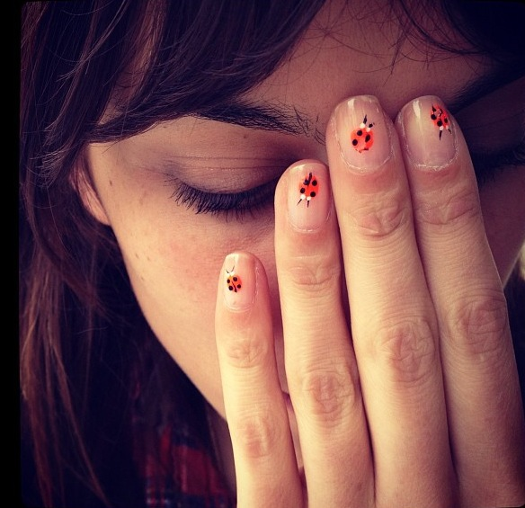 thelikebunnies:    Alexa's cute nail polish Taken by Tennessee