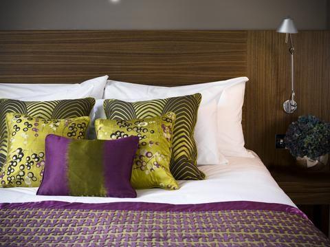 https://www.tnetnoc.com/hotelphotos/030/319030/2631759-Apex-London-Wall-Hotel-Hotel-Exterior-1-DEF.jpg