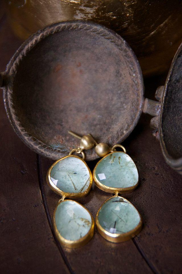 white bird boucles d 39 oreilles meraudes karen liberman designers karen liberman bijoux. Black Bedroom Furniture Sets. Home Design Ideas
