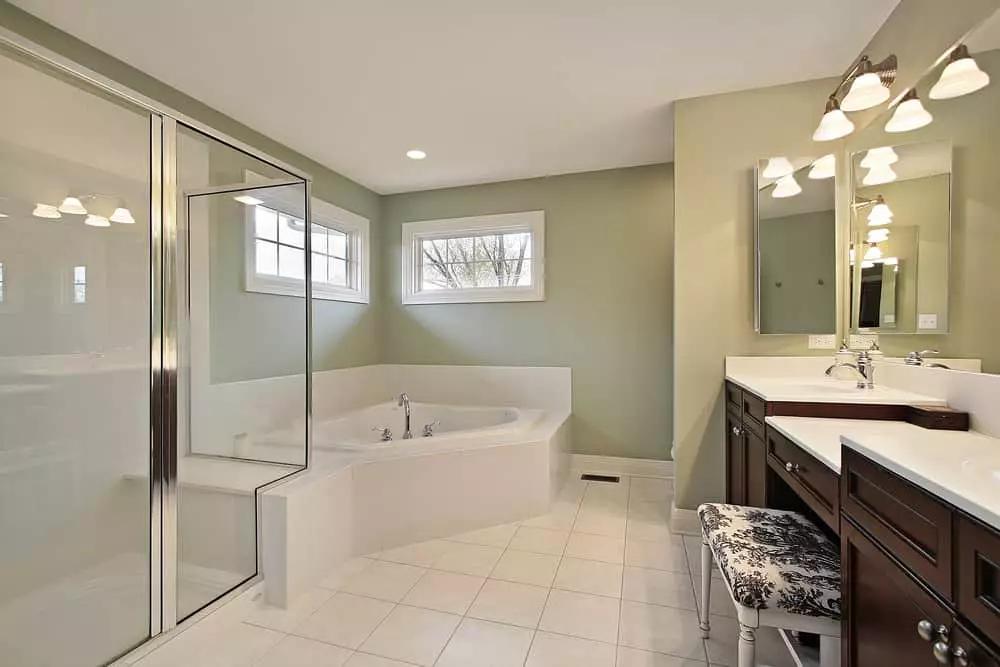 44 Master Bathrooms with Corner Bathtubs (Photos)