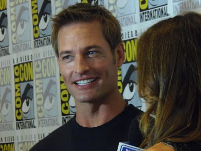 Lost's Josh Holloway returns to TV on CBS starring in the new drama Intelligence , interviewed at Comic-Con 2013