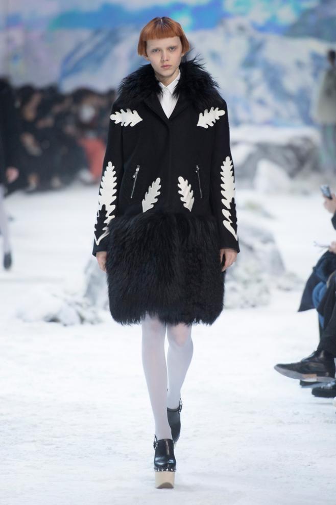 Le défilé Moncler automne-hiver 2016-2017   J  adore fashion ... 72c5c0ccbef
