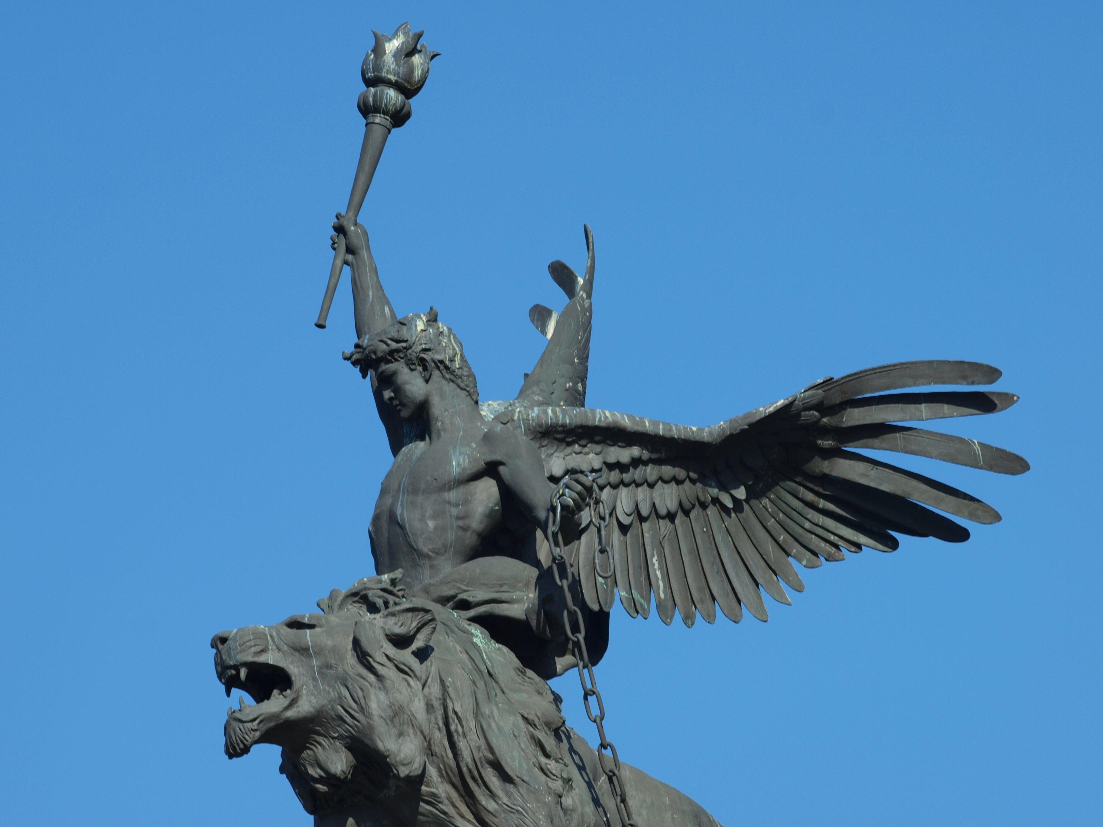 Angel - Budapest, Hungary (cementery)