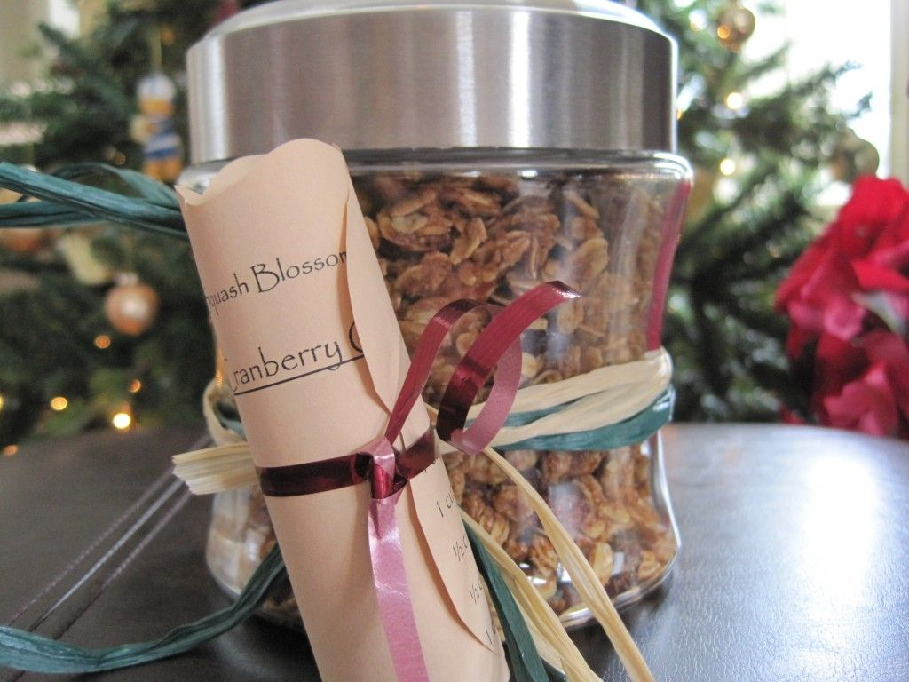 Cranberry Granola - cute Valentine gifts.  Purchase these containers at Dollar General for two dollars each.