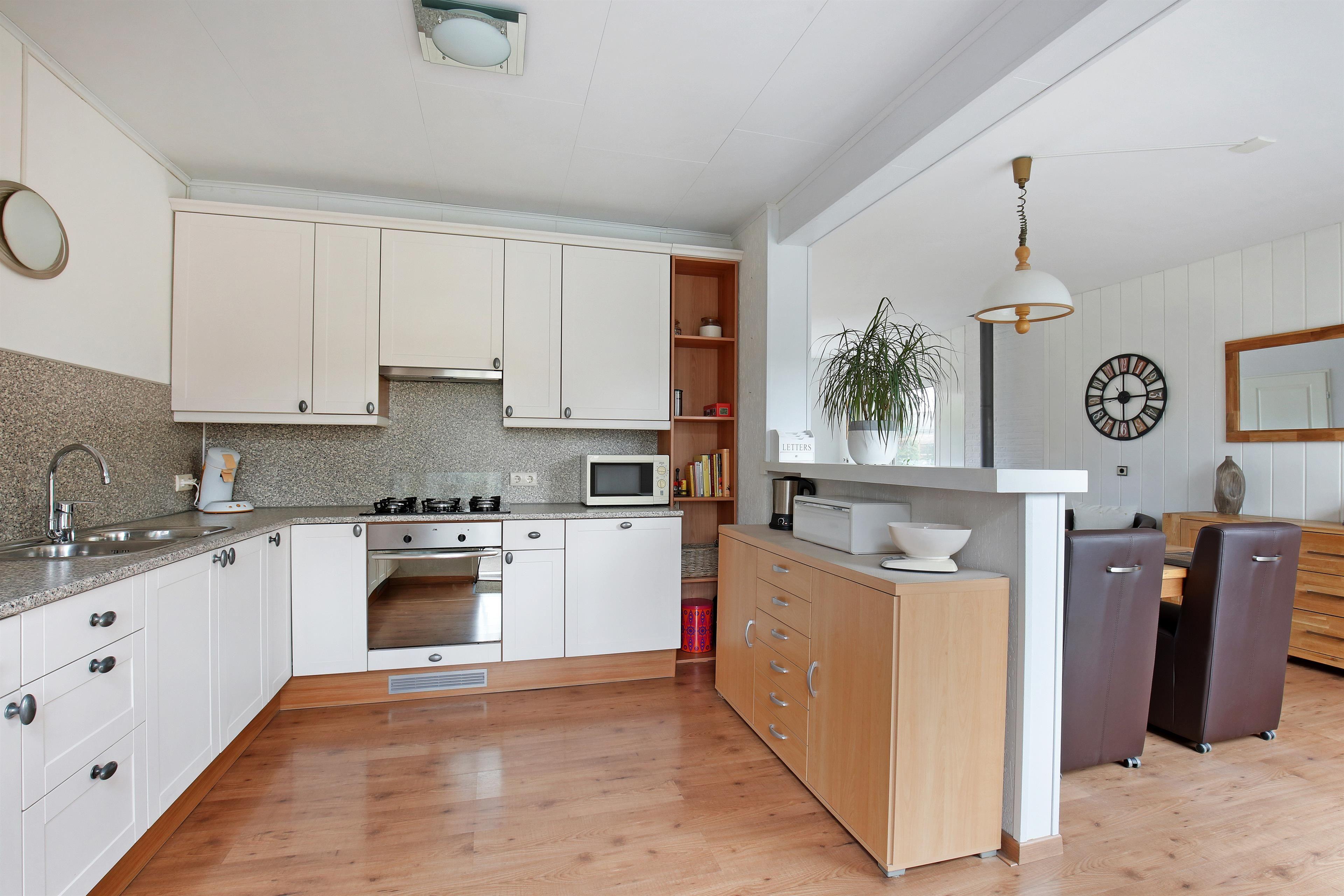 Half Open Keuken : Half open keuken met alle wensbare apparatuur keukens kitchen