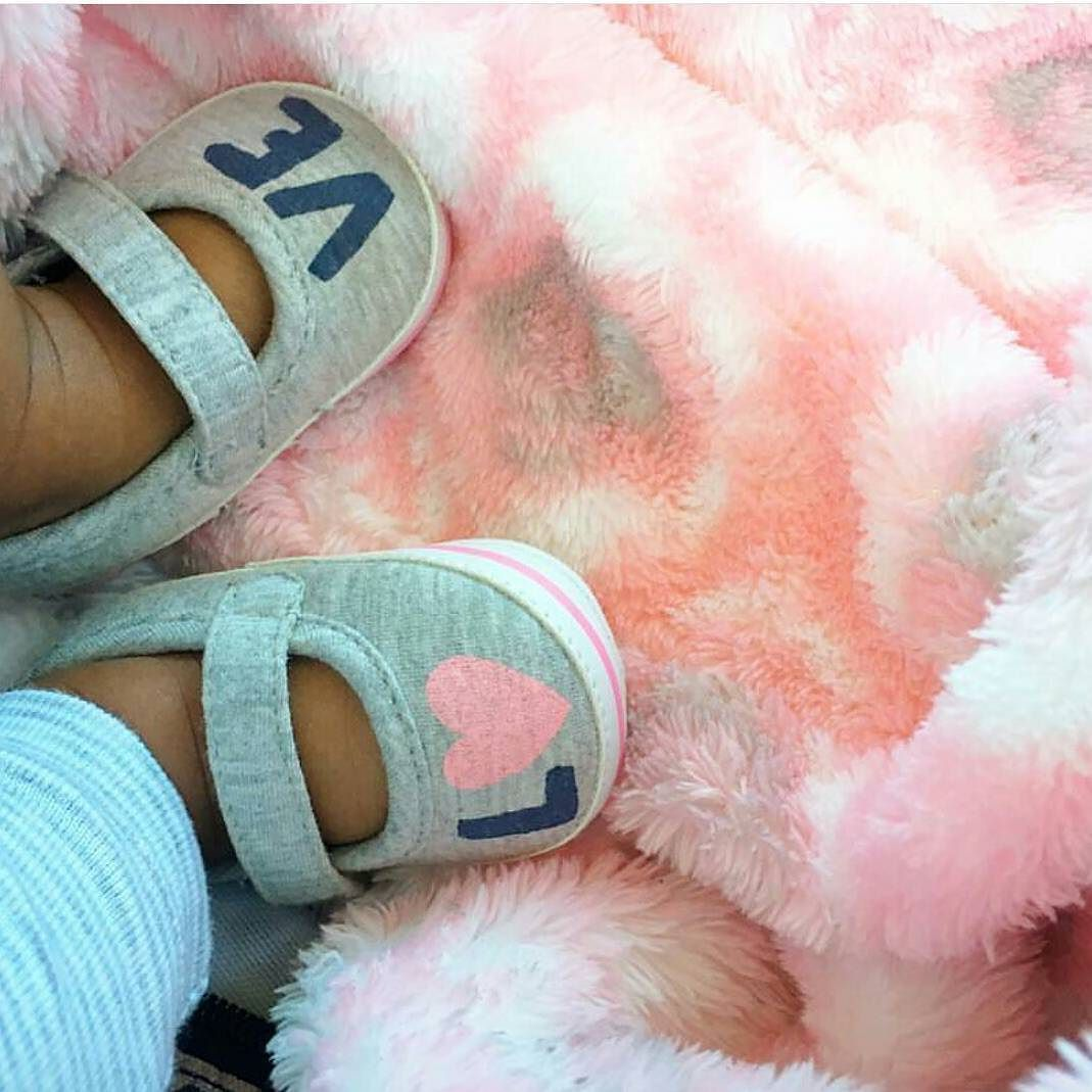 Kissy feet