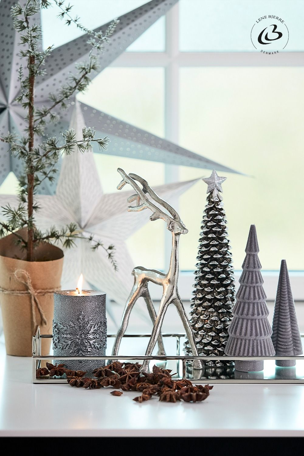 Do you want to get your home ready for Christmas? Find ideas for a cosy Christmas home with the right Christmas home decor ideas. We have gathered a list of 15 easy and creative Christmas decor ideas for you. Click the pin and read our inspirational home decoration article. #christmasdecorideas #christmasdecor #christmasdecordiy #diychristmasdecorations #christmastreeideas #christmasdecorations #christmasdecorideasforthehome #christmasdecorideas2020 #christmashome