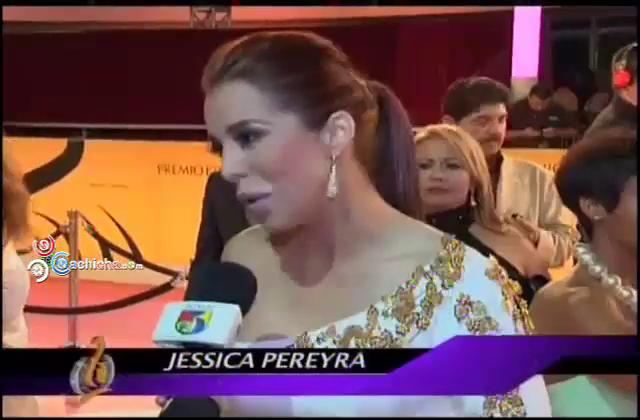 Jessica Pereira Desde La Alfombra De Premios Lo Nuestro @JessicaPereirag @VioletaRamirezV #Video