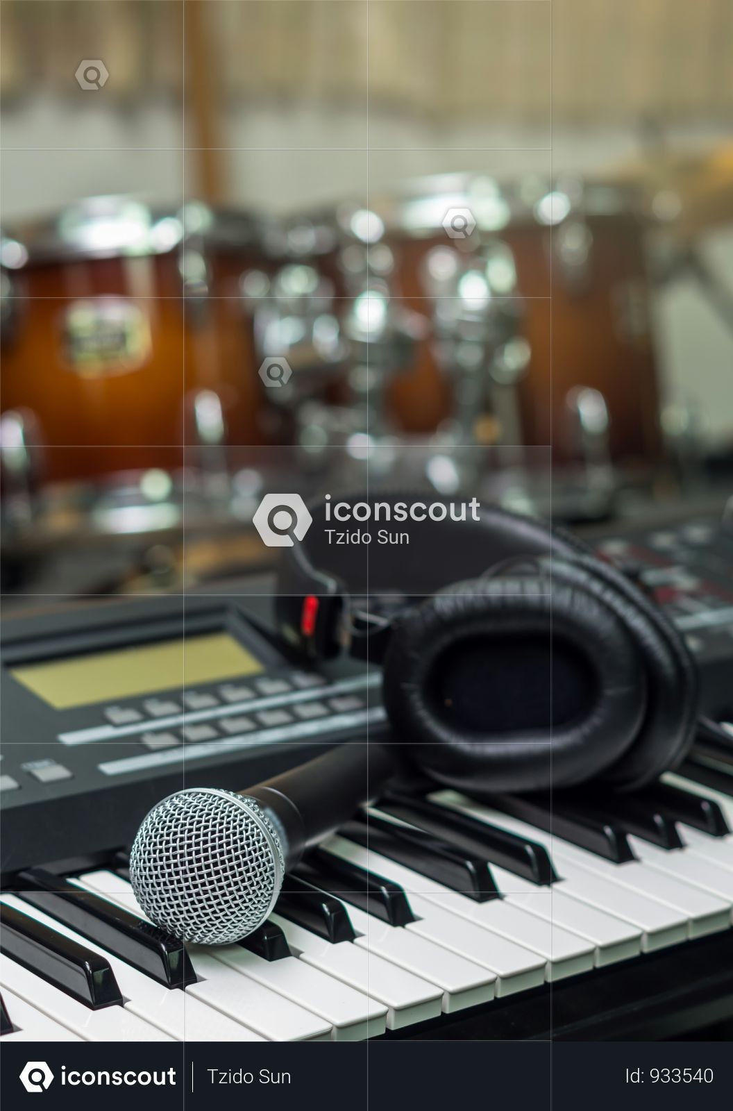 Premium Microphone On Music Keyboard With Music Brand Blurred Background Music Instrument Concpet Photo Download In Png Jpg Format Music Keyboard Music Instruments Blurred Background