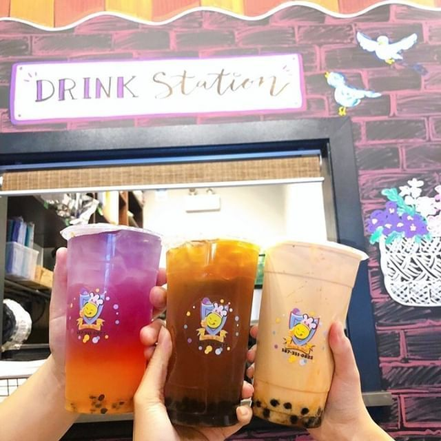 #Repost @road_of_flavours . Winter melon and lime fresh tea @6a.snackbar.yyc    Boba with my Lis  the winter melon was really good with refreshing lime after taste   ( winter melon and lime fresh tea: $5 / pearls: $0.50 )    #bubbletea #bobatea #bubbleteatime #boba #tea #teatime #milktea #coconutjelly #roadofflavours #yycfood #yyceats #yycfoodies #calgaryeats #calgaryfood #localyyc #foodographer #dishedyyc #topdishyyc #grubbedyyc #curiositycalgary #tasteyyc #urbacalgary #calgaryfoodies #yycfoodi #wintermelon