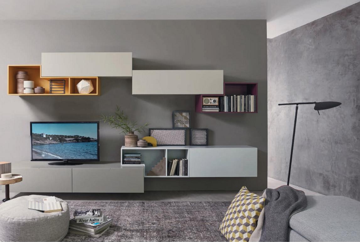 Organizzarsi la casa con una parete attrezzata.