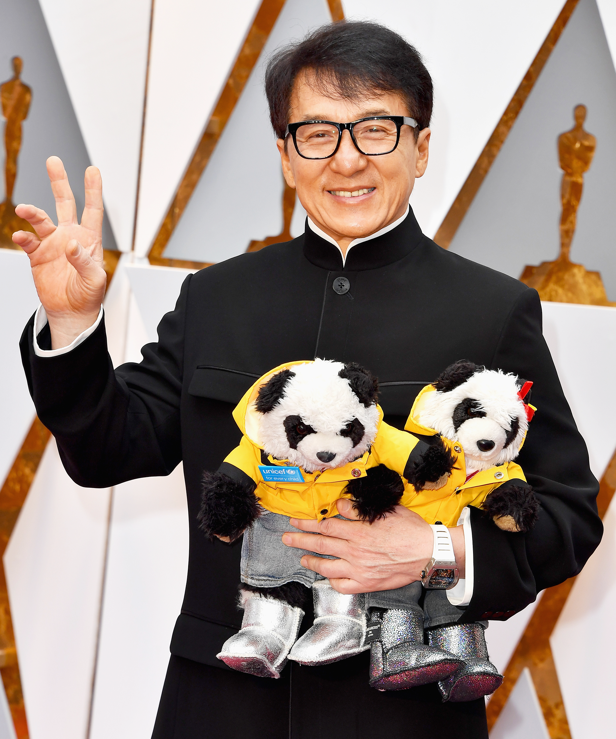 Jackie Chan Brought His Pandas To The Oscars They Wore Uggs Jackie Chan Jackie Bruce Lee Martial Arts