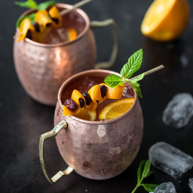 Winter Moscow Mules mit Cranberries ond Orange