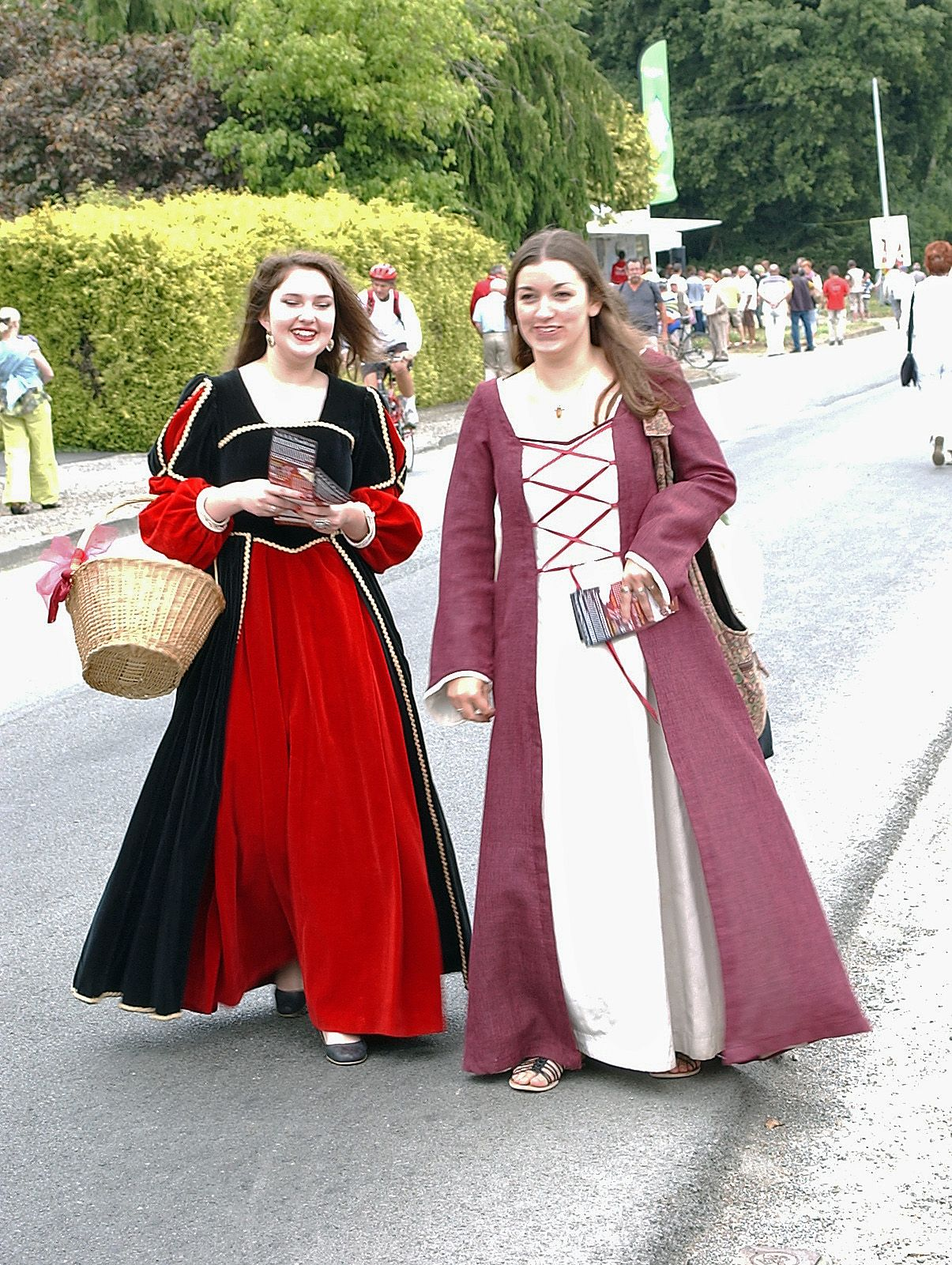 France Traditional Clothing Google Search World Fashion Pinterest Traditional French