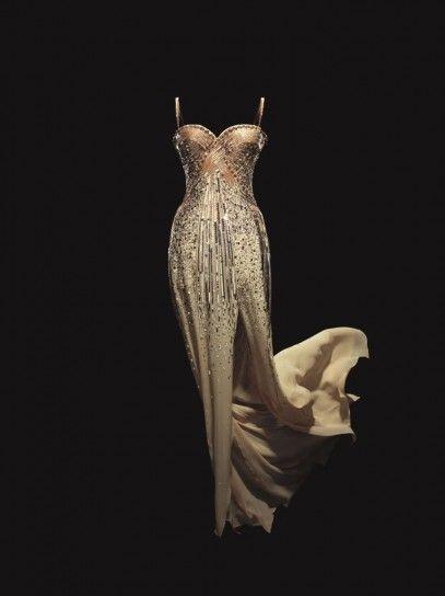 Abiti Eleganti Jadore.The Gold Dress Worn By Charlize Theron For Dior J Adore Perfume