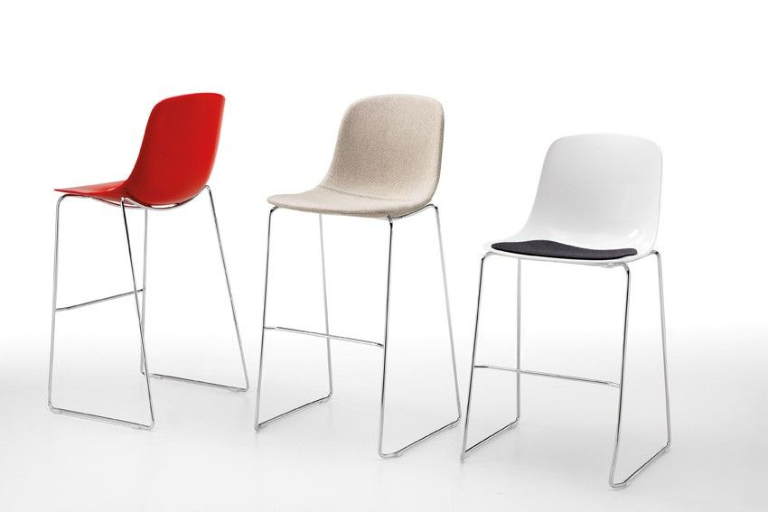 Sgabello bar pure loop stool con scocca realizzata in san