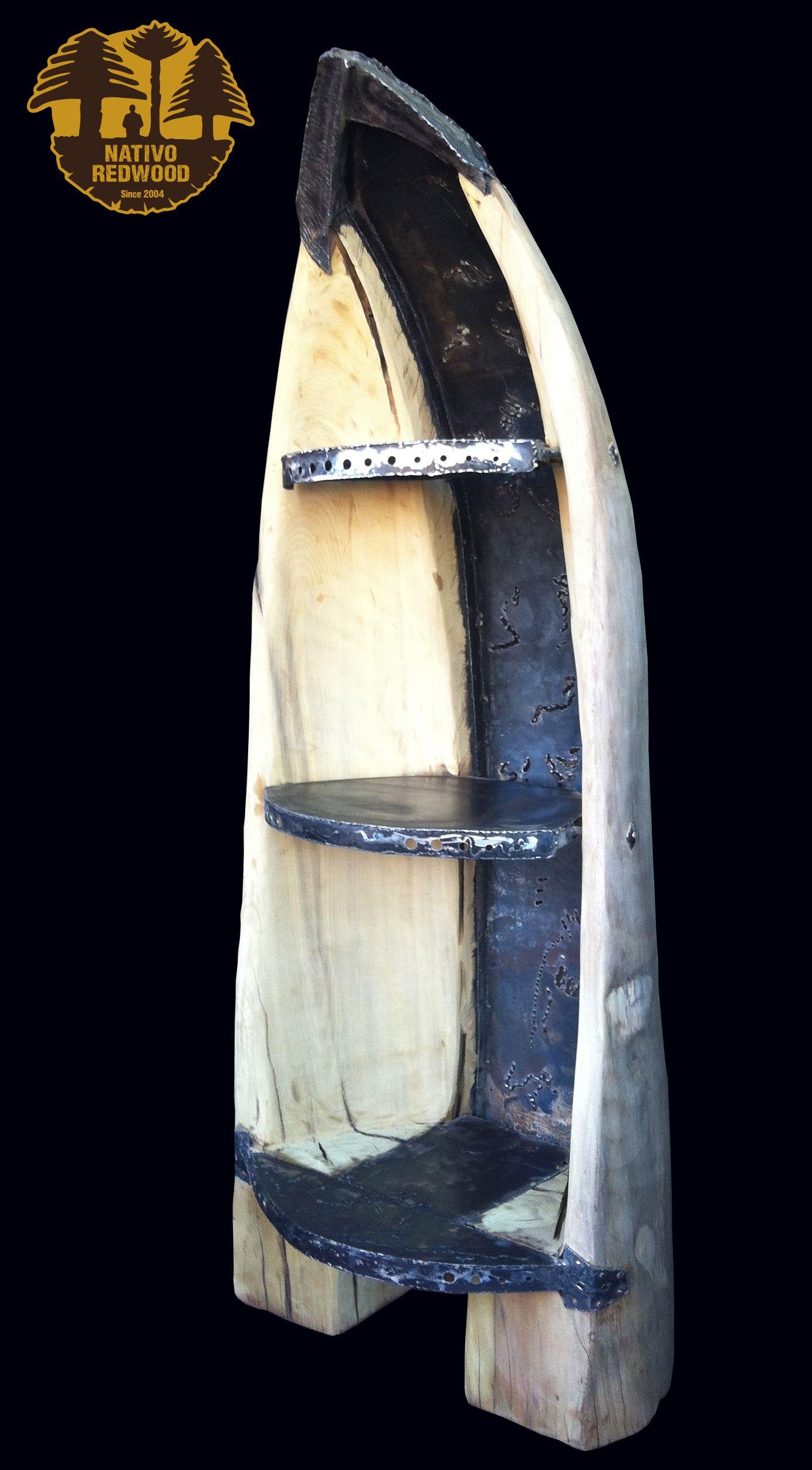 Repisa esquinera con forma de canoa de cipres de una sola pieza y ...