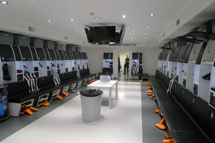 15 Of The Most Impressive Dressing Rooms In Football Talkingbaws Dressing Room Locker Room School Building Design