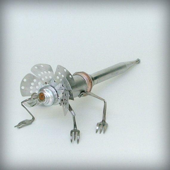 Lizard Robot Sculpture Recycled Art 花火