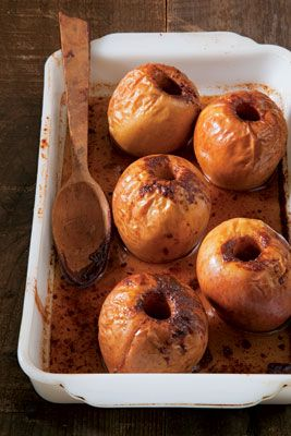 Baked Apples with Caramel Sauce ++ saveur #glutenfree